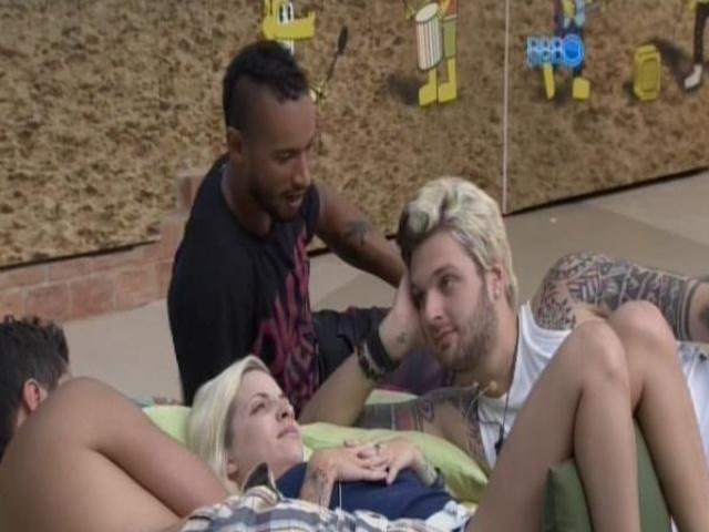 19.fev.2014 - Cássio, Clara e Valter também contam como entraram no programa