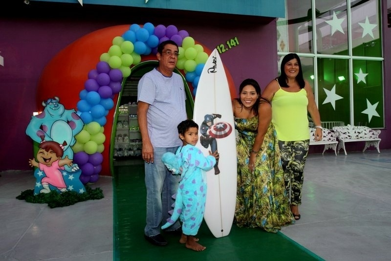 19.fev.2014 - Zeca Pagodinho celebrou os quatro anos do neto, Noah, ao lado da mulher, Mônica, no Rio