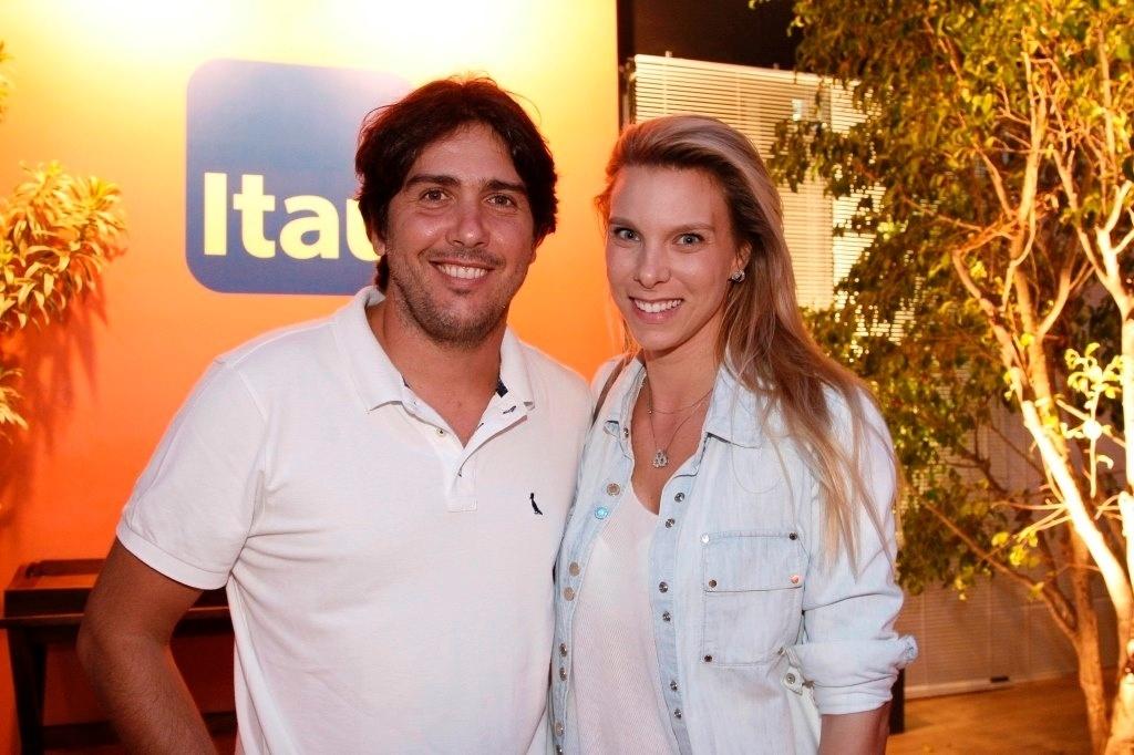 18.fev.2013 - Cacá Bueno e Talita Stoppazzolli prestigiaram o Rio Open, maior torneio de tênis da América do Sul, que acontece no Jockey Club Brasileiro, no Rio