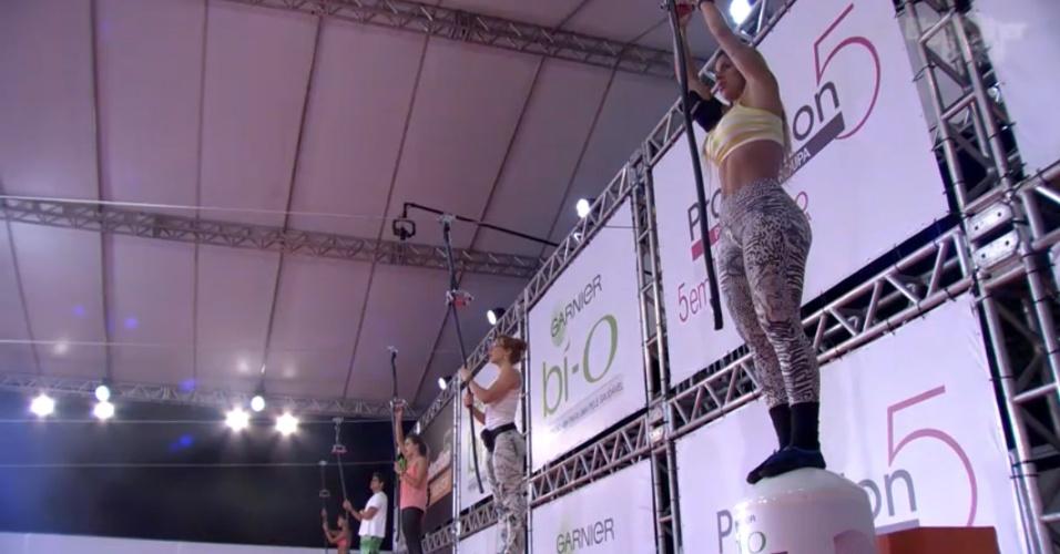 20.fev.2014 - Aline, Vanessa, Angela, Diego, Franciele disputam prova pela liderança