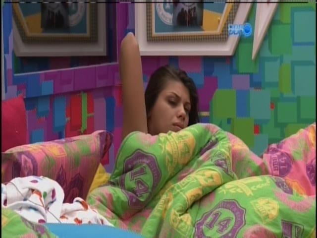 20.fev.2014 - Franciele acorda no Quarto Festa. Brothers são despertados em horário normal, após Festa Brou