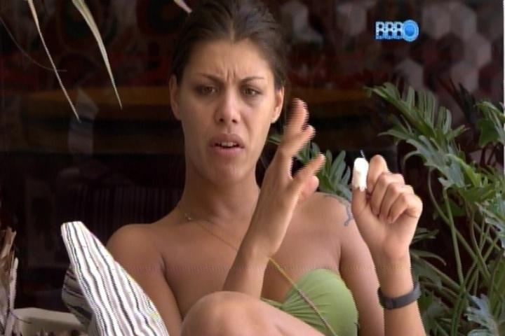 20.fev.2014 - Franciele critica o comportamento de Diego durante conversa com Valter na varanda da casa