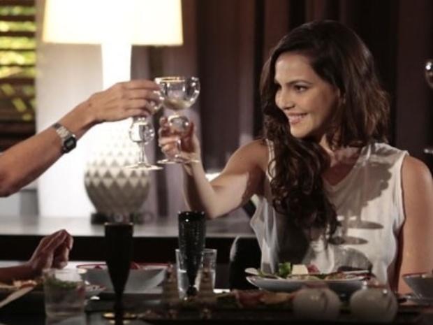 """""""Em Família"""", Marina convida Clara para trabalhar com ela"""
