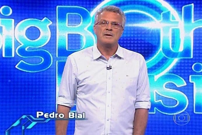 21.fev.2014 - Pedro Bial inicia a edição do programa dando os parabéns a Aline, que, após sete horas, venceu a prova de resistência e se tornou a nova líder