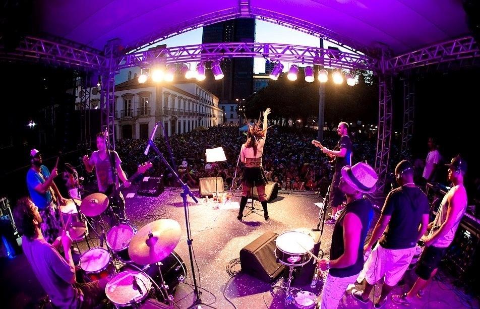 Fev.2014 - Bloco Cru se apresenta com Lu Baratz no Rio de Janeiro