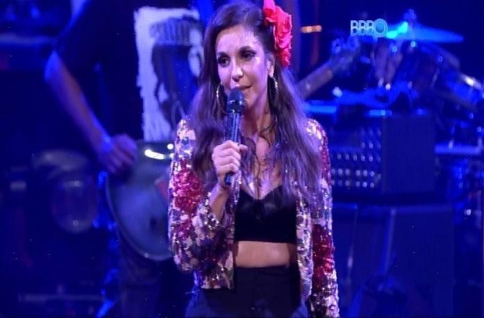 22.fev.2014 - Após uma hora de show, Ivete Sangalo finalizou a participação na Festa Viva Espanha com a mesma música que iniciou: