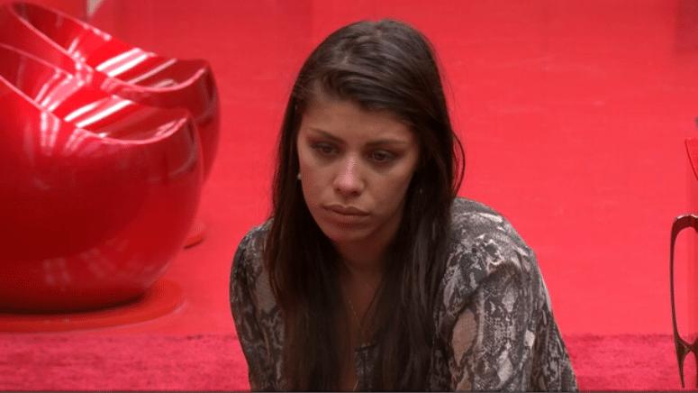 22.fev.2014 - Franciele se lamenta dizendo que tem medo de ir para o paredão com Diego pela segunda vez