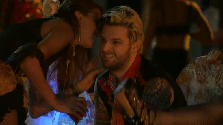 23.fev.2014 - Cássio leva fora de Angela após tentativa frustrada de conquista-la durante a Festa Viva Espanha