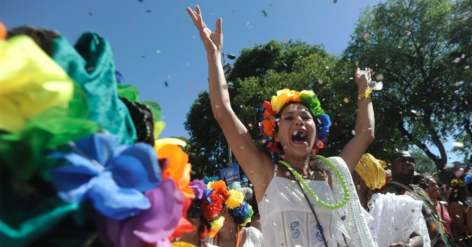 23.fev.2014- O bloco Cordão do Boitatá reuniu centenas de foliões em clima de festa no Centro do Rio. Ao som de marchinhas, famílias inteiras se divertiram fantasiadas
