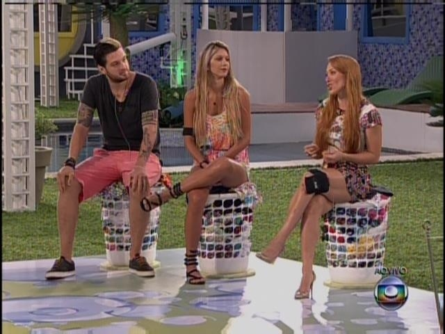24.fev.2014 - Aline, Tatiele e Cássio na