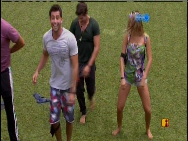24.fev.2014 - Brothers caem no samba com a Mocidade Alegre