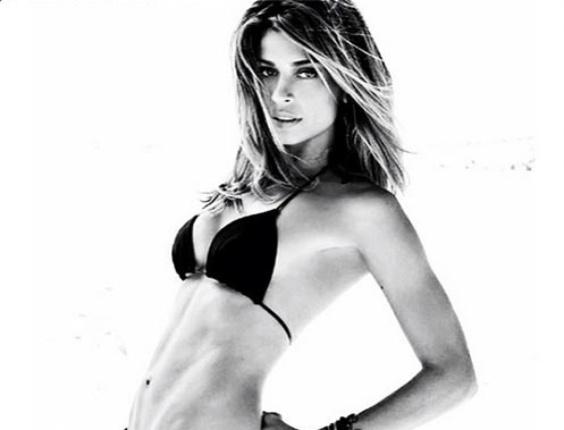 24.fev.2014 - Grazi Massafera exibe barriga chapada em ensaio para a revista