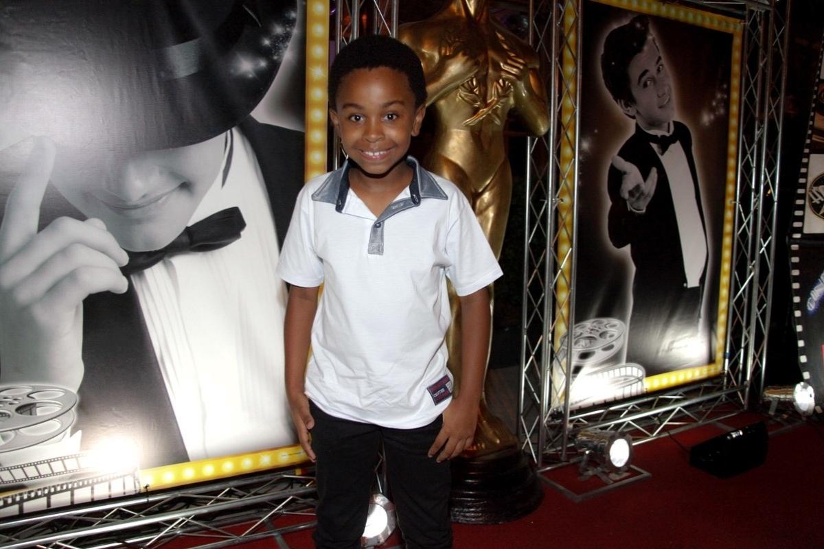 24.fev.2014 - Jean Paulo Campos prestigiou o aniversário de 13 anos de Filipe Bragança, ator de