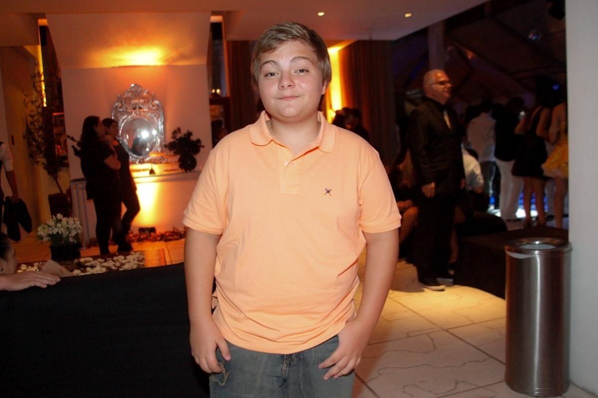 24.fev.2014 - Konstantino Atanassopolus prestigiou o aniversário de 13 anos de Filipe Bragança, ator de