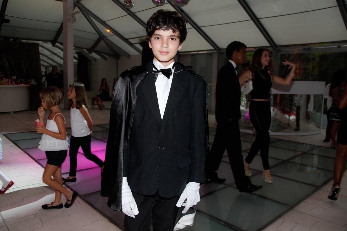 24.fev.2014 - Matheus Lustosa prestigiou o aniversário de 13 anos de Filipe Bragança, ator de