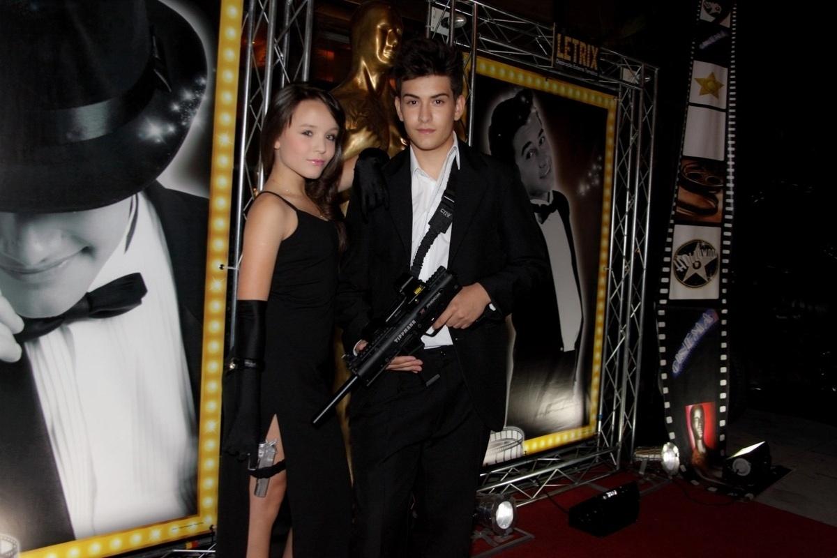 24.fev.2014 - Larissa Manoela e Matheus Chequer prestigiaram o aniversário de 13 anos de Filipe Bragança, ator de