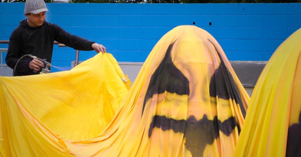 24.fev.2014 - O Sambódromo do Anhembi, em São Paulo, já recebe alegorias para os desfiles das escolas de samba, que acontecem nesta sexta-feira (28) e sábado (1º)24.fev.2014 - O Sambódromo do Anhembi, em São Paulo, já recebe alegorias para os desfiles das escolas de samba, que acontecem nesta sexta-feira (28) e sábado (1º)