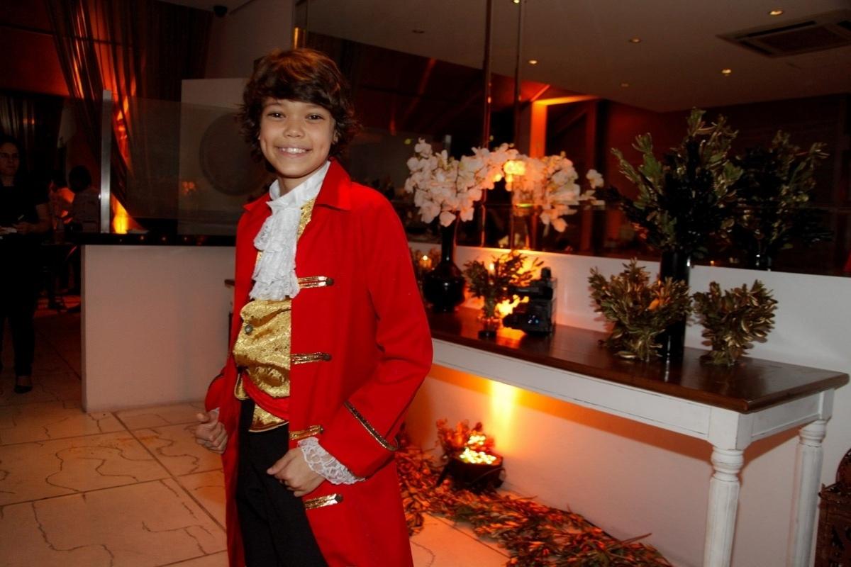 24.fev.2014 - Pedro Henrique prestigiou o aniversário de 13 anos de Filipe Bragança, ator de