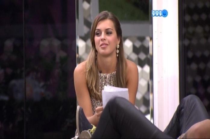 25.fev.2014 - Angela diz que prefere se tornar uma Grazi ou uma Sabrina Sato do que ganhar R$ 1,5 milhão