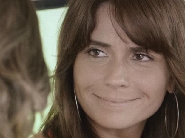 """25.fev.2014 - """"Em Família"""", Clara ouve declaração de Marina"""