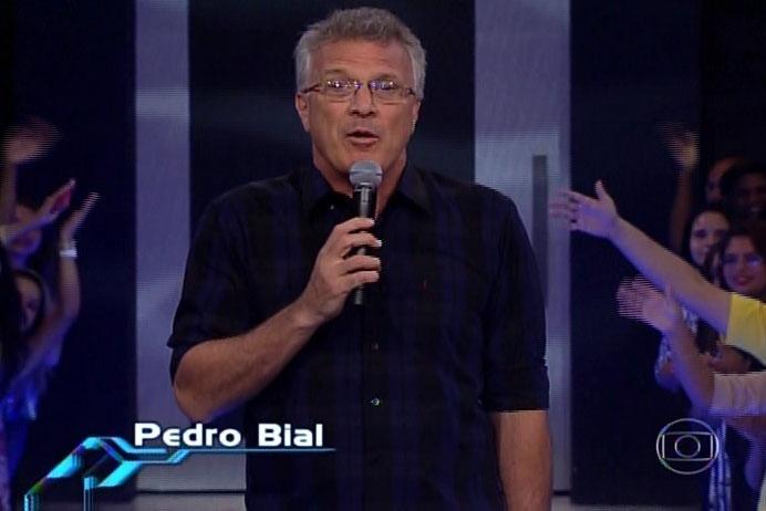 """25.fev.2014 - O apresentador Pedro Bial inicia a edição, que irá definir o décimo eliminado de """"Big Brother Brasil 14"""""""