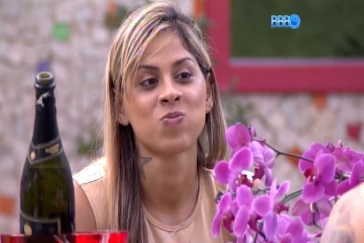 25.fev.2014 - Vanessa e Clara detonam Letícia, que foi eliminada:
