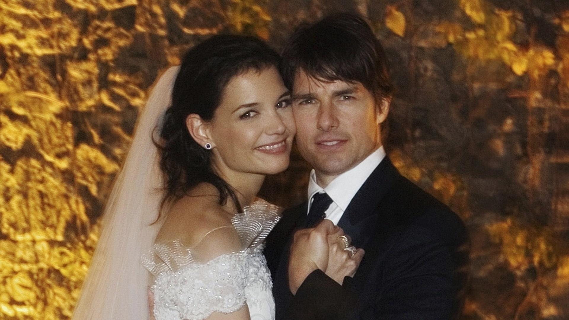 18.nov.2006 - Tom Cruise e Katie Holmes se casam em castelo medieval na cidade de Braccino, na Itália