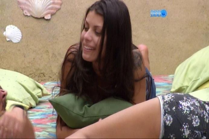 26.fev.2014 - Franciele diz que vibrador deveria ser item obrigatório em reality show