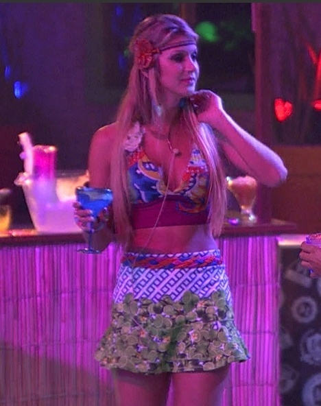 19.fev.2014 - A ex-miss Cianorte Tatiele na Festa Brou