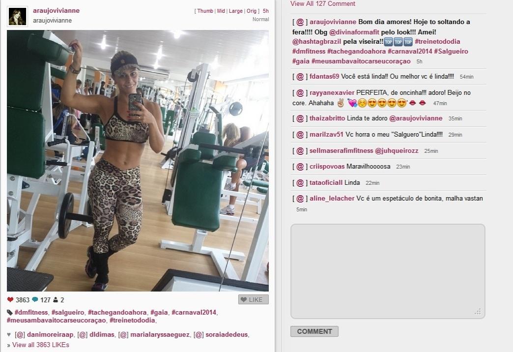 25.fev.2014 - Vivianne Araújo mostra tanquinho na academia