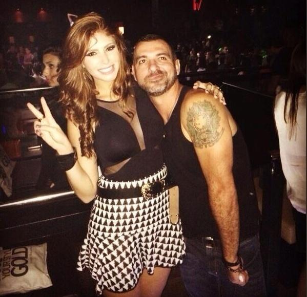 26.fev.2014 - Amanda posta foto no Twitter com Vagner, no show da cantora Anitta, em São Paulo