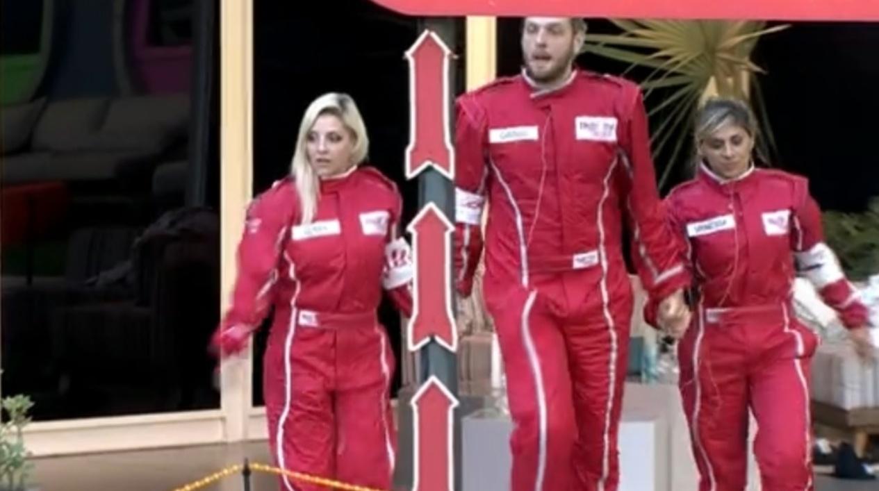 27.fev.2014 - Clara, Cássio e Vanessa deixam a casa para realização da prova do líder