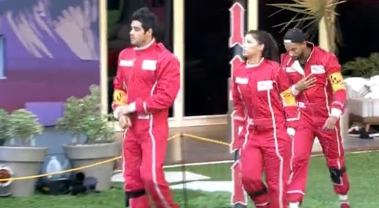 27.fev.2014 - Diego, Franciele e Valter deixam a casa para realização da prova do líder