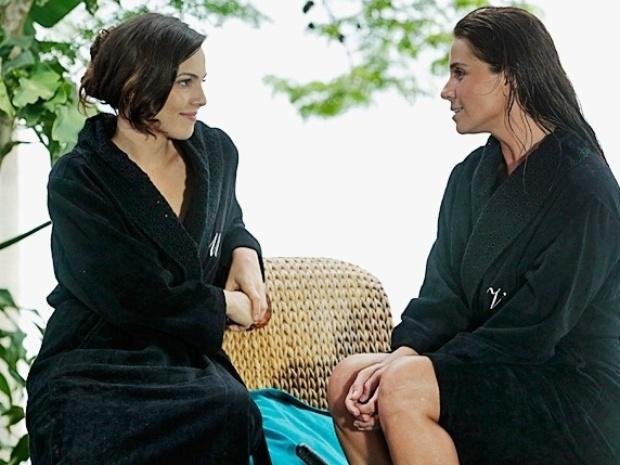 """27.fev.2014 - """"Em Família"""", Marina pergunta a Clara se ela gosta de variar no amor"""
