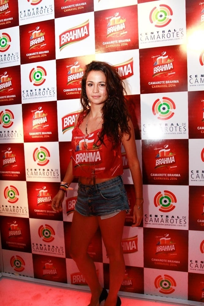 28.fev.2014 - Atriz Nanda Costa aproveita pela primeira vez o Carnaval em Salvador, na Bahia