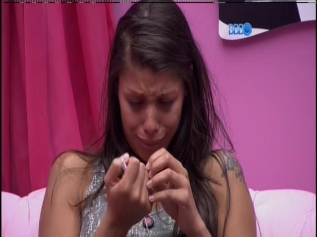 28.fev.2014 - Franciele chora após perder prova do anjo