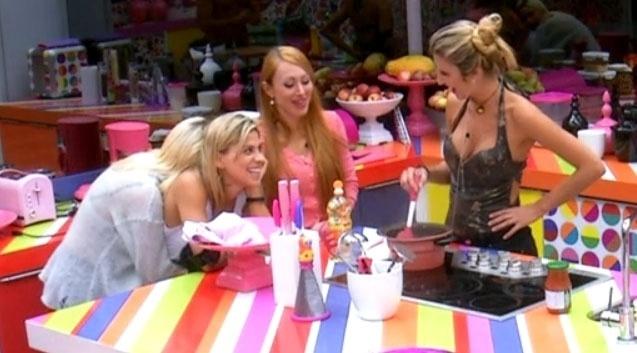 28.fev.2014 - Vanessa diz que Tatiele ameaça o casal formado com Clara