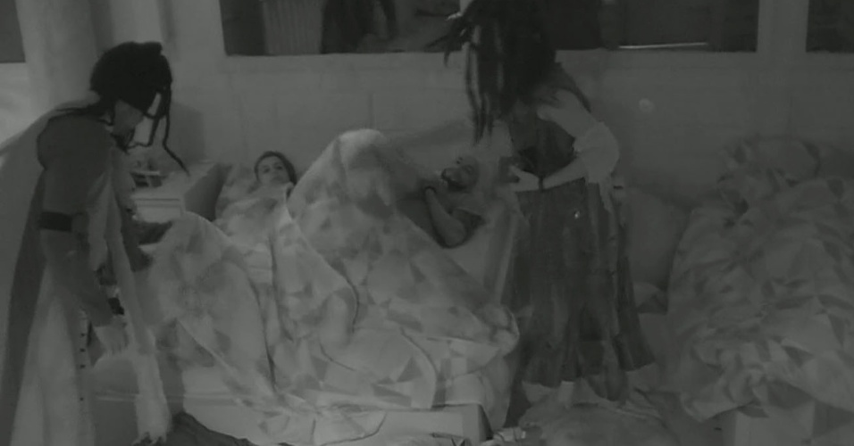01.mar.2014 - Fran e Diego 'aterrorizam' Angela e Valter