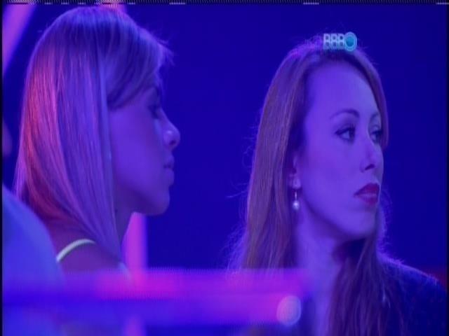 01.mar.2014 - Vanessa e Aline durante a festa
