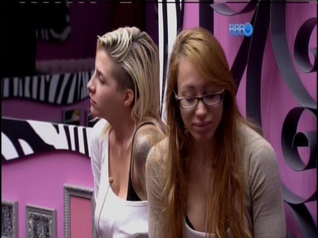 1.fev.2014 - Franciele reclama do castigo para Aline, clara e Vanessa
