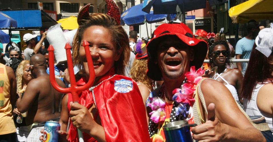 1.mar.2014 - Foliões fantasiados se divertem no bloco Cordão da Bola Preta, no centro do Rio de Janeiro