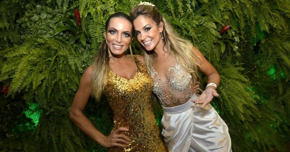 1.mar.2014- Carla Prata e Robertha Portella curtem desfile das escolas do Grupo de Acesso do Rio em camarote da Sapucaí