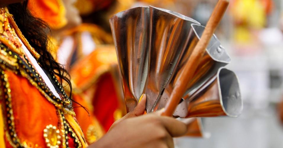 1º.mar.2104 - Bateria da Tom Maior trouxe alegria para a manhã desse sábado de Carnaval em São Paulo