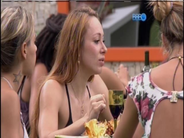 1.março.2014 - Aline fala de suposto namoro de Roberto Carlos