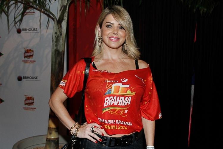 28.fev.2014 - Mari Alexandre vai ao camarote Brahma para acompanhar o primeiro dia de desfiles do Carnaval, em São Paulo