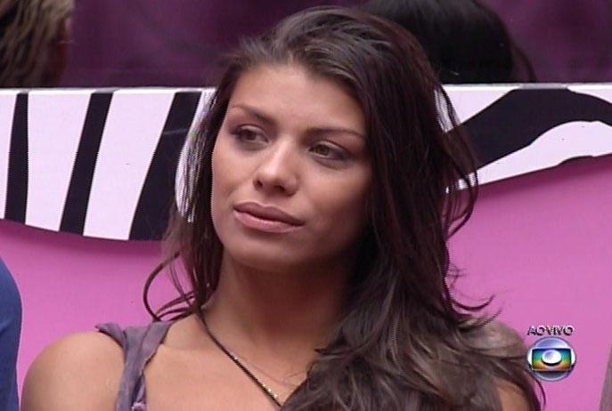 2.mar.2014 - Franciele ouviu atentamente a justificativa da líder Tatiele