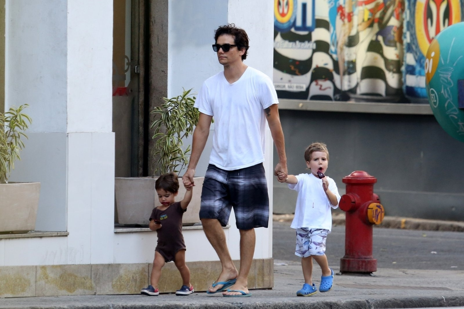 Photo of Wagner Moura & his  Son  Salvador Moura