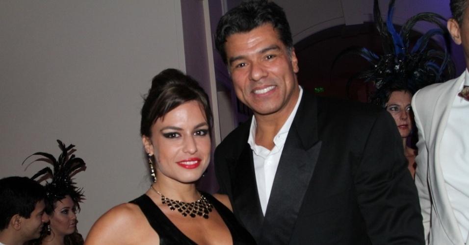 1º.mar.2014 - Maurício Mattar e a namorada, Bianca Assumpção, curtem baile de Carnaval do Copacabana Palace