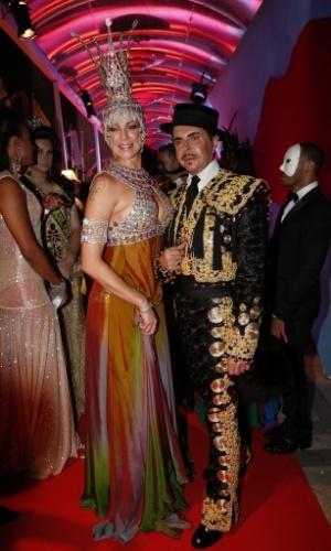 1º.mar.2014 - Rainha do baile de Carnaval do Copacabana Palace, Luana Piovani exibe fantasia de pedrarias no evento