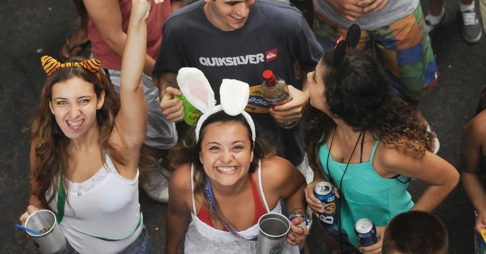 2.mar.2014 - O bloco Simpatia é Quase Amor desfila nas ruas do Rio desde 1985. Os padrinhos do bloco são Dona Zica da Mangueira e Albino Pinheiro, fundador e comandante da Banda de Ipanema
